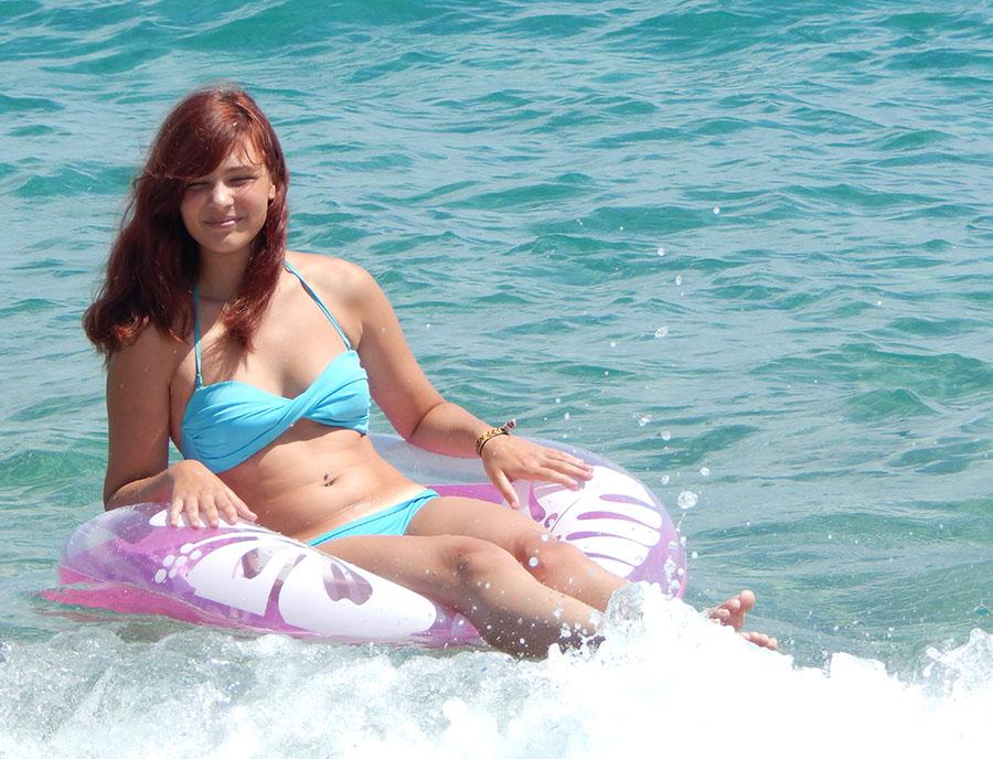 Jugendreisen Blanes - Spanien Costa Brava - Mädchen im Meer