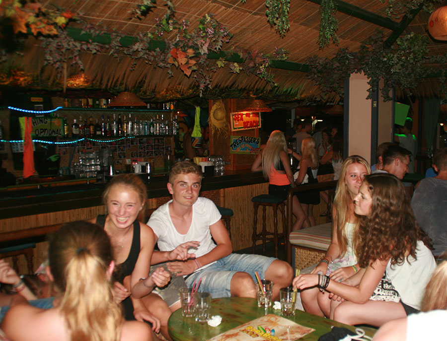 Jugendreisen Calella- Chillen an der Bar – nightlife