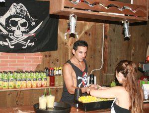 Jugendreisen Calella Spanien-Barkeeper Partyabend
