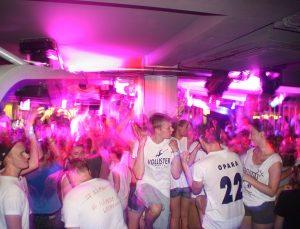 Jugendreisen Calella Spanien - Feiern am Abend