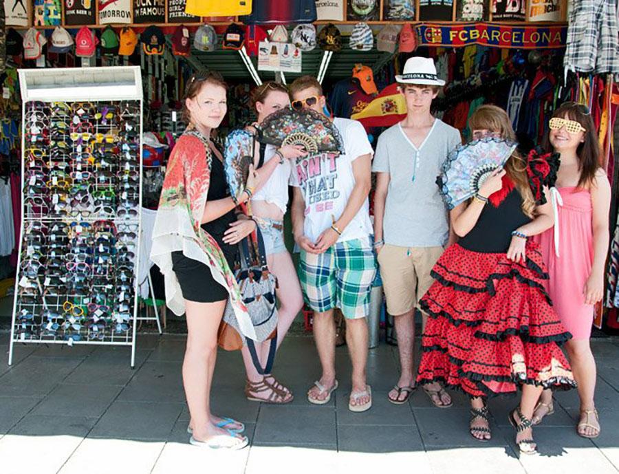 Jugendreisen Calella Spanien Informationen - Jugendliche shoppen