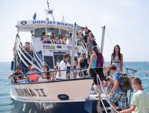 Ausflug Partyboot zur Partybeach - Jugendreisen Calella