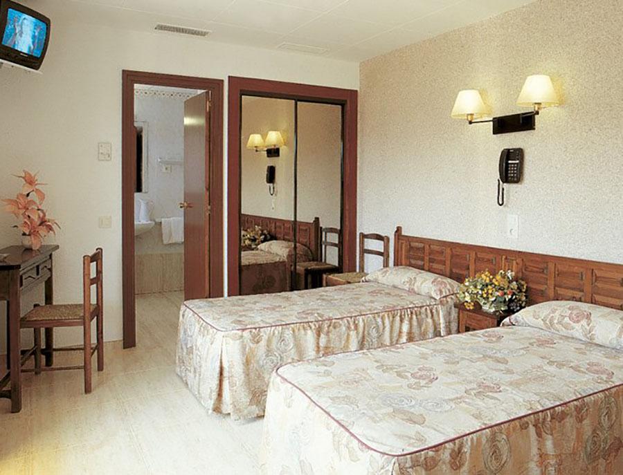 Jugendreisen Calella typisch spanisches Hotel vor Ort