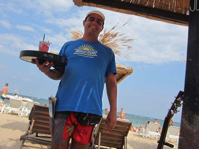 Partyurlaub Jugendreisen Goldstrand Bulgarien - Bedienung am Strand