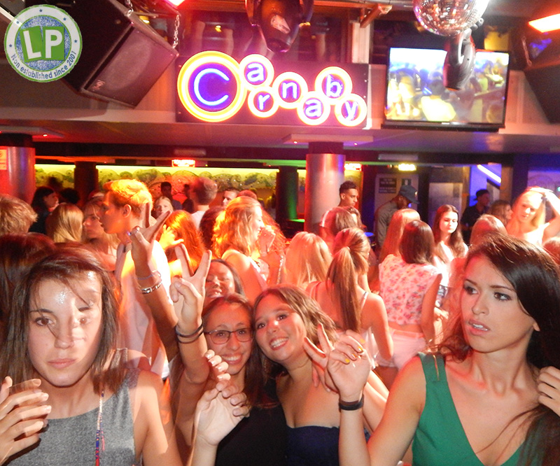 Stimmung Dancefloor Carnaby - Jugendreisen Partyurlaub Rimini