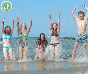 Jugendreisen Rimini Informationen - Jugendliche am Strand