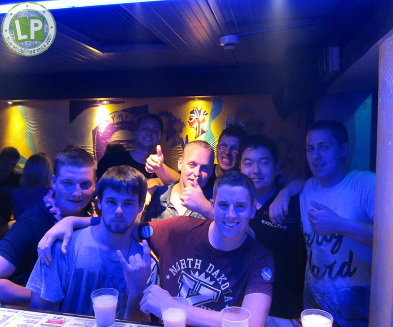 Reisegruppe in Rimini im Club Carnaby