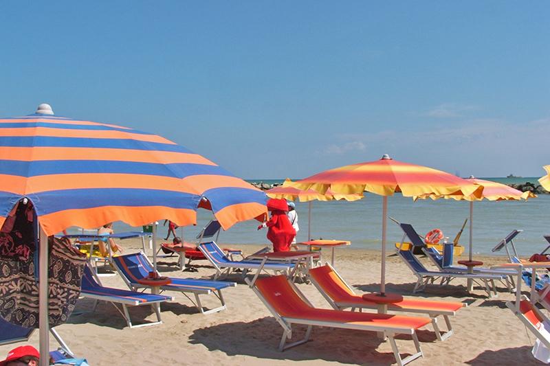 Partyurlaub Rimini Strandbild am Meer