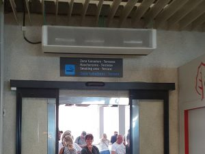 Rauchen Flughafen Palma nach Sicherkeitskontrolle - Check-In Eingang