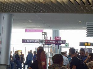 Gate C43 - Rauchen Flughafen Palma nach Sicherkeitskontrolle - Check-In