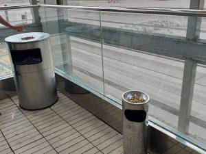 Raucherzone Flughafen Palma nach Sicherkeitskontrolle - Check-In