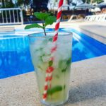 Cocktail am Pool Hotel Palma de Mallorca im September