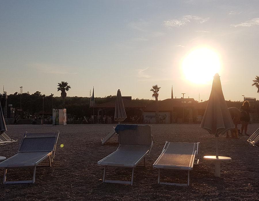 Informationen Zrce Beach Partystrand Novalja in Kroatien Abendbild