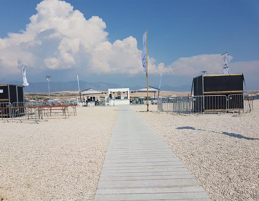 Informationen Zrce Beach Partystrand Novalja in Kroatien Eingang Strand