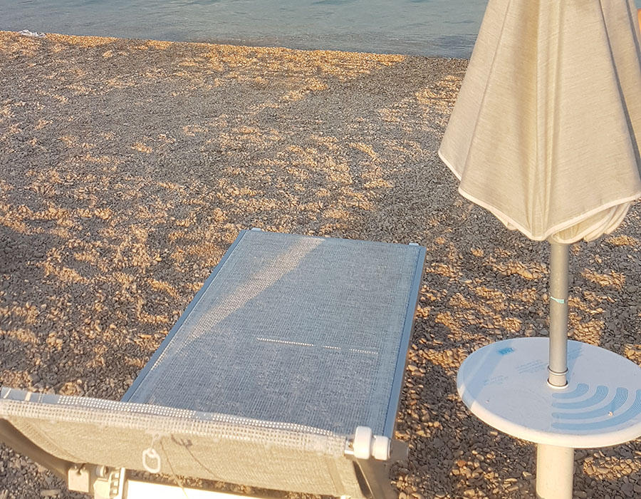 Novalja Zrce Beach Kroatien Liege und Schirm mieten