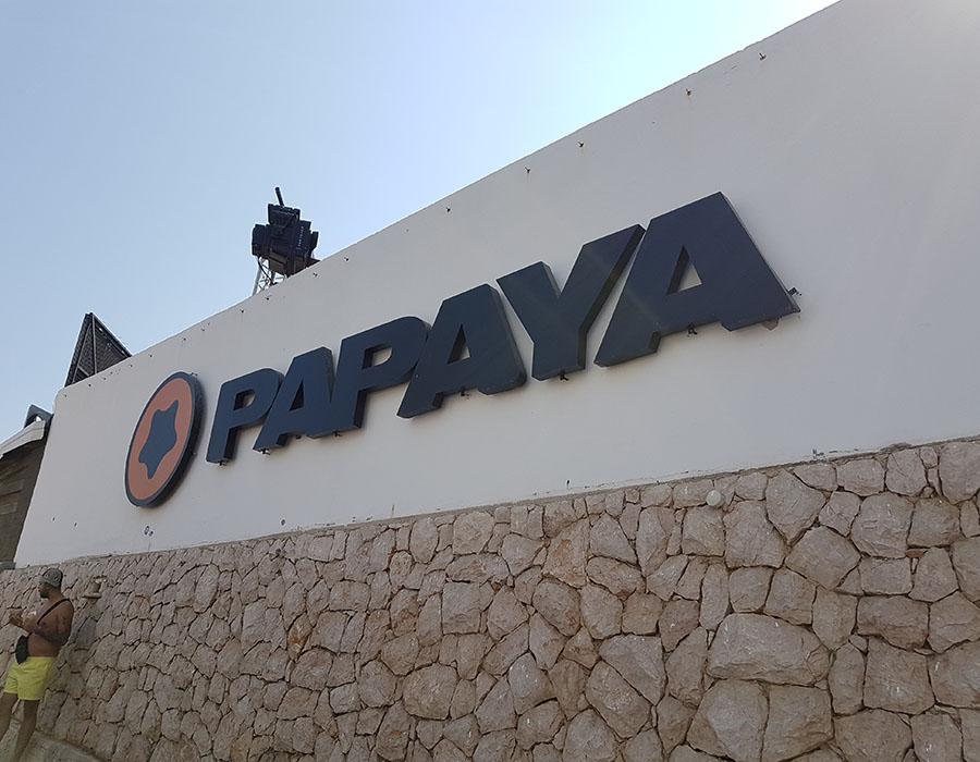 Novalja Zrce Beach Kroatien Papaya von außen