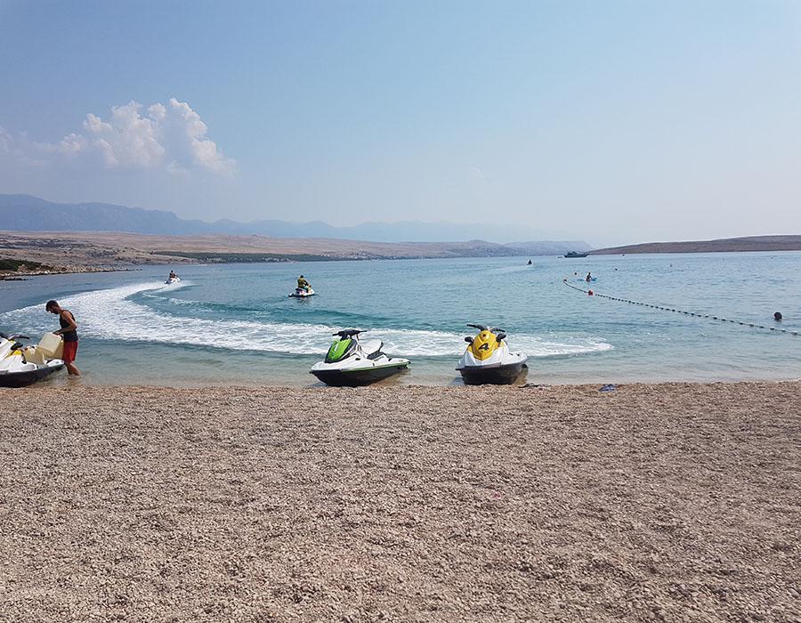 Novalja Zrcé Beach Kroatien Wassersport hier Jetski