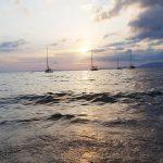 Partyurlaub im September Mallorca - Sonnenuntergang am Strand mit Schiffen