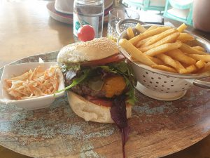 Burger im Cafe Träumeria -Essen gehen in Cala Ratjada Tipps und Empfehlungen