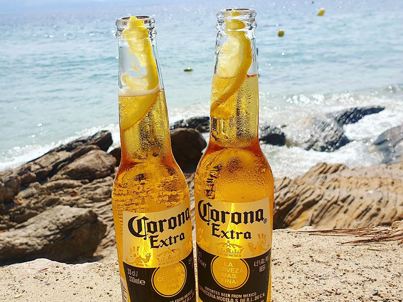 Corona am Strand