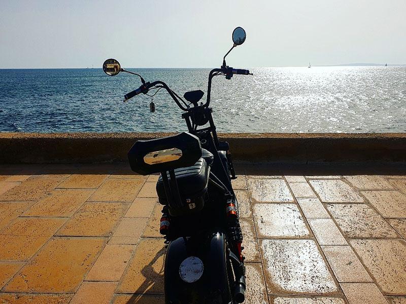 E-Roller an der Strandpromenade von El Arenal Mallorca