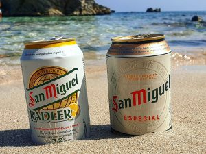 Feiner Sandstrand San Moll hier mit Bier