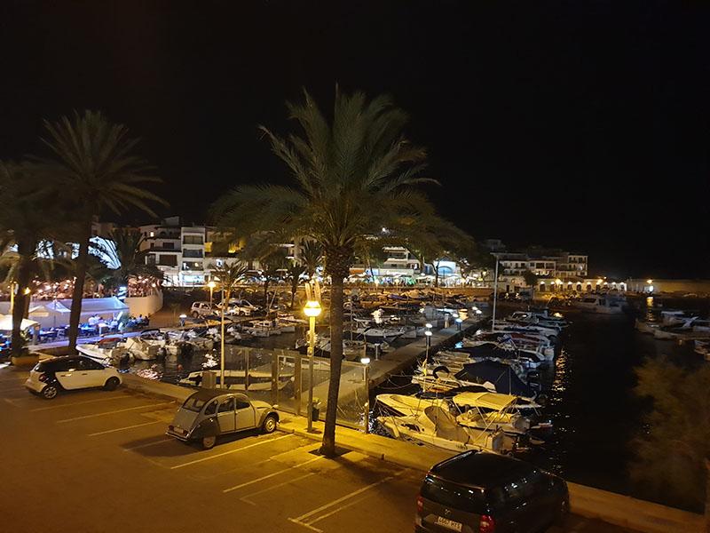 Hafen von Cala Ratjada bei Nacht