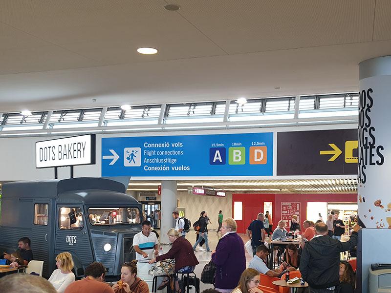 Raucherbereich Flughafen Palma nach Sicherheitskontrolle am Gate C