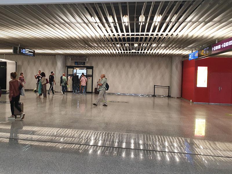 Raucherbereich Flughafen Palma nach Sicherheitskontrolle