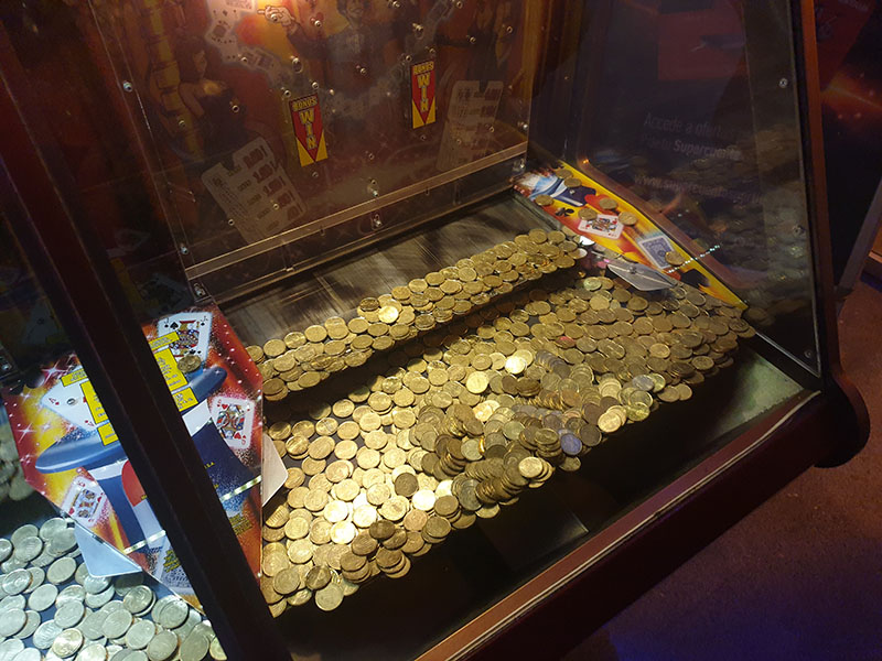 Spielhalle Cala Ratjada hier Schiebeautomat mit 20Cent Münzen