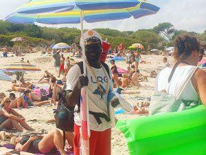 Strandverkäufer am Agulla Strand in Cala Ratjada