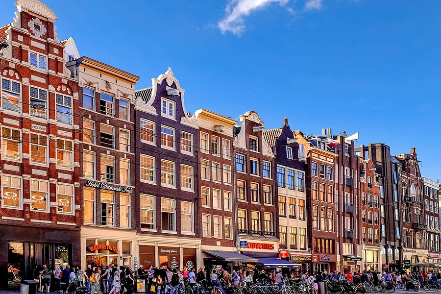 Pulsierendes Stadtleben in Amsterdam