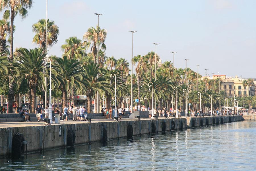 Städtereisen Barcelona Strandpromenade am Hafen