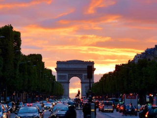 Champs Elysees am Abend - Paris die Stadt der Liebe