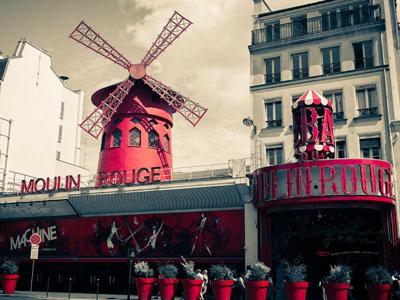 Das Moulin Rouge Pariser Rotlichtviertel von außen