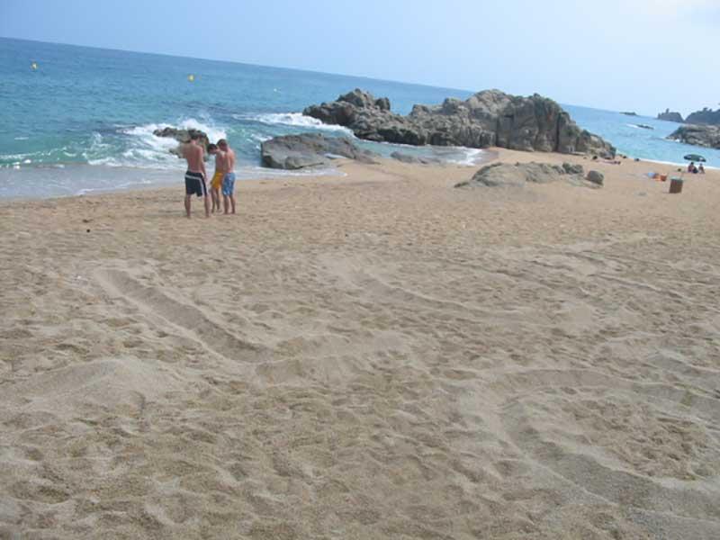 Jugendreisen Lloret de Mar Strand die Bucht Cala Boadella