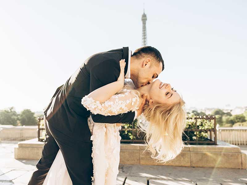 Paris die Stadt der Liebe - beliebtes Ziel für Anträge und verliebte Paare