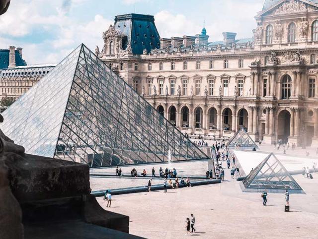 Städtereisen Paris - Ausflugsziel zur Sehenswürdigkeit Louvre