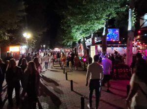 Belebte Partymeile Siofok am Balaton ohne Corona Auflagen 2021